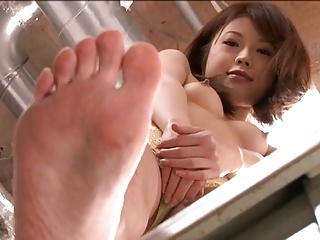 Japanese Girls Increased by Their Feet Ornament 2