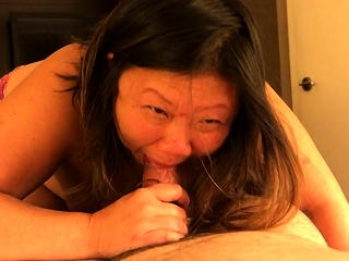 Mature BBW gives a marvellous blowjob