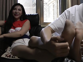 Chinese amuse - [�心] Elf-like nylon feet amuse 北京美女�袜挠脚心 中文对白