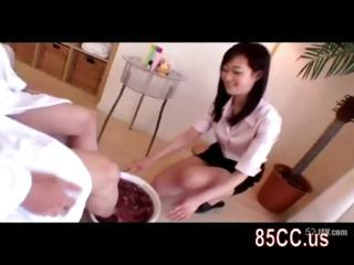 obese tits masseur gives titsjob 01